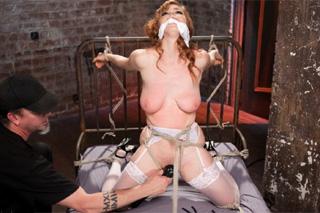 Svázaná a mučená školačka Penny Pax – BDSM porno