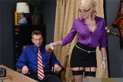 Leya Falcon: Neposlušná sekretářka milující anální hrátky!