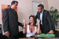 Frustrovaná žena Deauxma a dva právnící, aneb rozvod končí trojkou!