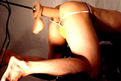 Extrémně velký dildo v mužském análu – gay porno