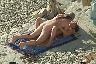 Focení nahé partnerky skončí veřejným sexem!