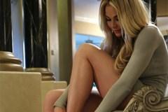 Modelka Skyla Novea šuká v ložnici se svým mecenášem!