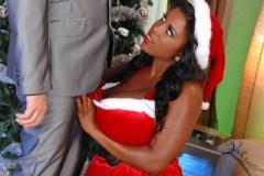 Muž bez závazků si k vánocům nadělí černošskou boubelku (Maserati)