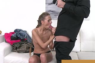 FakeAgent a štíhlá milovnice romantického sexu Paris Divine!