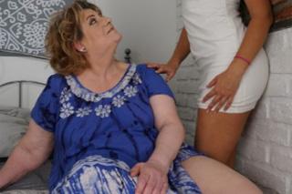 Tamara B a Shanna: Lesbická mature svede krásnou dceru kamarádky