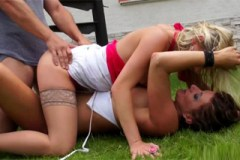 Celine Noiret a Leony Aprill: Mokrá trojka na zahradě se sousedem – české pissing porno