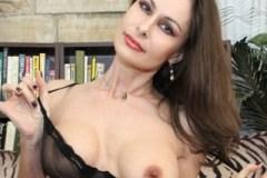 Polská čtyřicítka Nora Noir krásně vykouří penis! (Vlastní pohled)