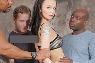 Česká holka Belle Claire zvládne čtyři penisy – gang bang porno