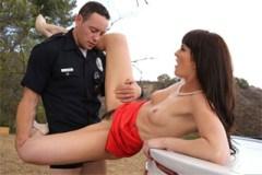 Sexuchtivá řidička Bianca Breeze si užije s policejním strážníkem!