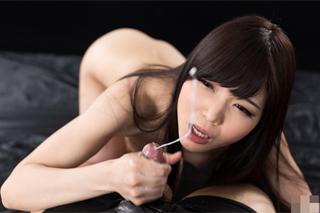 Shine Aio: Skupinový orál a hrátky se spermatem!
