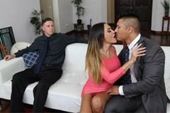 Šoustání nevěrné ženy před jejím manželem!