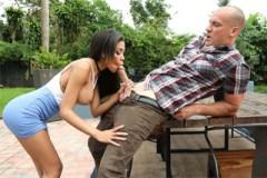 Borec ošuká kozatou kámošku přítelkyně (Shay Evans a Sean Lawless)