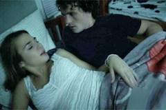 Noční sledování porna s nevlastní sestrou se zvrhne! (Blair Williams)