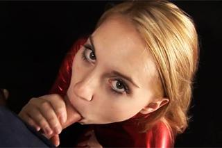 Překrásná Jessica Neight předvádí kouření a pissing!