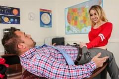 Americká studentka si vrzne s učitelem! (Alexia Gold a Johnny Castle)
