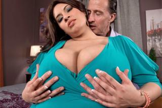 Baculka Sofia Rose si zašuká se svým mužem po nákupech