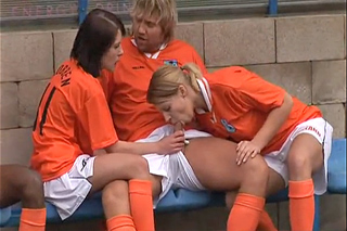 Fotbalový zápas smíšených družstev se zvrhne – české porno