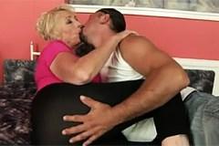 Pornokalendář DV (Kateřina, 25.11.) – Babička s masérem!