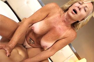 Sexy mamina z Česka natočila v Americe své první porno!