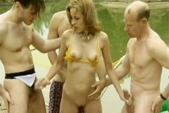Pornokalendář DV (Svatava, 11.5.) – Plážové orgie s nevěrnou rekreantkou!