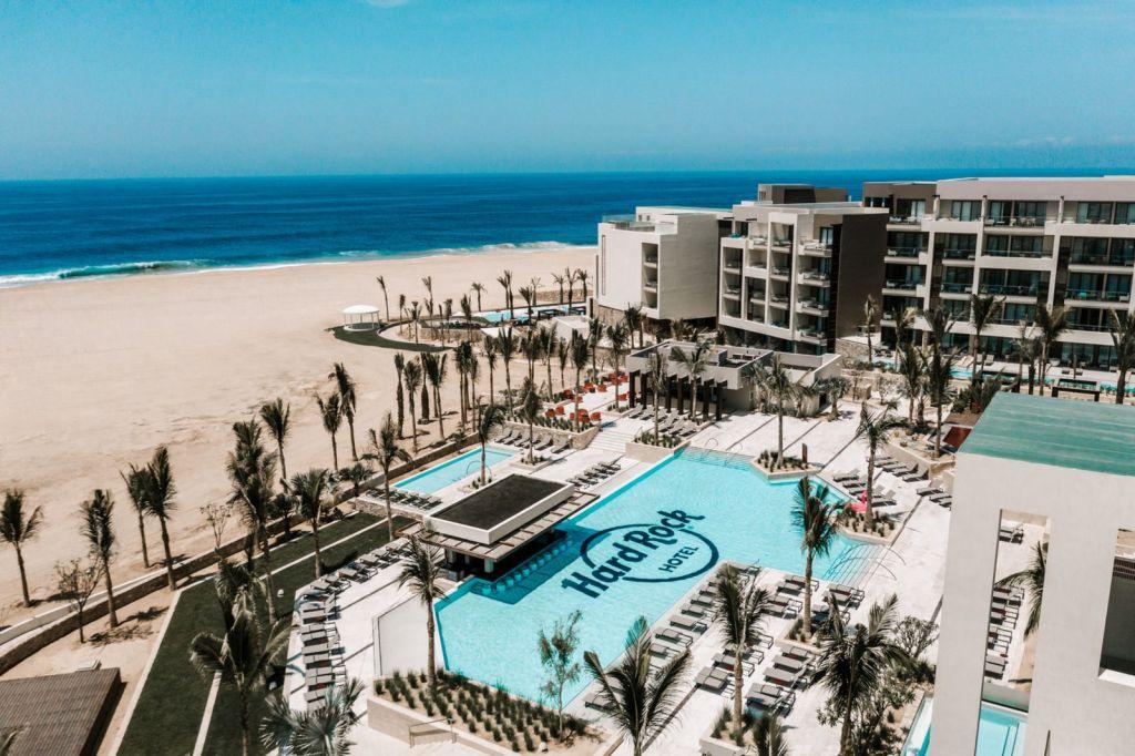 HRHLosCabos_Lifestyle_Pool_Beach