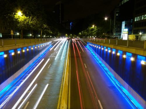 Tunnel routier Art-Loi, de nuit