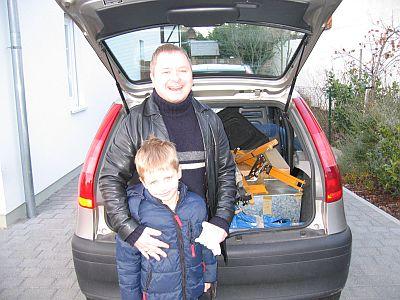 Die Kisten sind im Auto verpackt