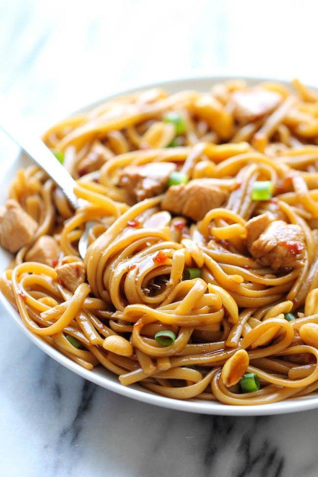 de CPK espaguetis Kung Pao - Una receta de imitación que se puede hacer en casa en menos de 20 min.  Y la versión de gustos caseros 10000x mejor!