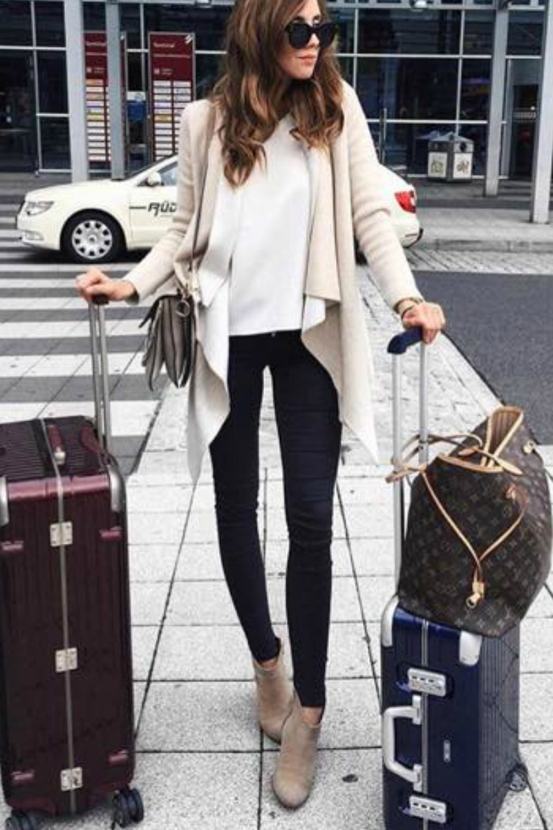 fall-winter-outfit-ideas-casual-taupe-ankle-boots-sweater