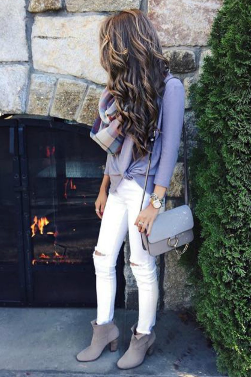 fall-winter-outfit-ideas-casual-white-jeans-taupe-ankle-boots-sweater