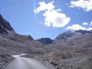 The beautiful road to Baracha La
