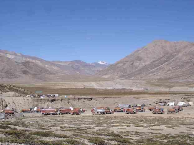 Truck stop at Sarchu