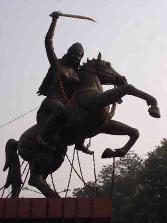A wild statue in Agra