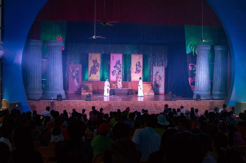 sân khấu dế mèn