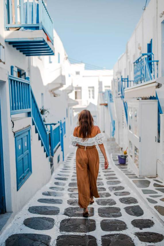 Top Mykonos Instagram Spots You Can't Miss | Mykonos Greece Photography Ideas Outfits