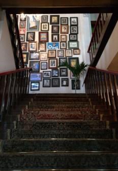 tangga menuju lantai dua