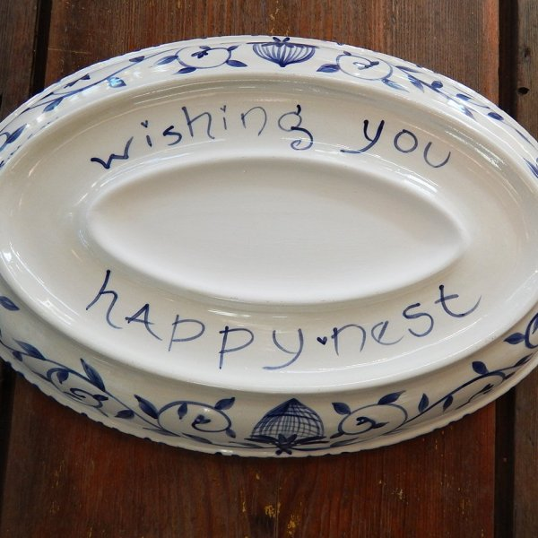 """Delft Blue birds """"Happy.nest"""" Platter showing the bottom with phrase and where a personalized message or names would go."""