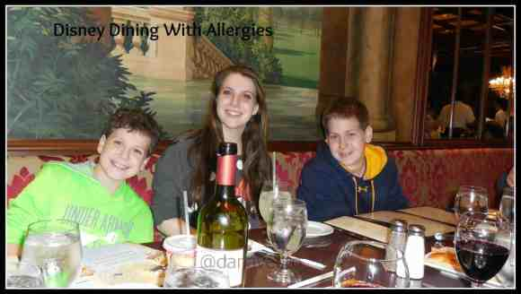 disney, disney dining with allergies, latex, nut, honey, fruits, gluten free, gluten free dining, foods, foodie, ice cream, popcorn, snacks, breakfast, lunch, dinner, dana vento, kids, tweens, teens,