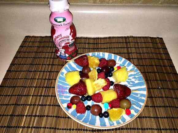 Smore Apple, Peanut butter, chocolate chips, food, food blogger, shamrock farms milk, protein snack, healthy snack, mom, dad, midday snacks, walmart, ad, fruit kabaobs, strawberries, blueberries, grapes, pineapple,