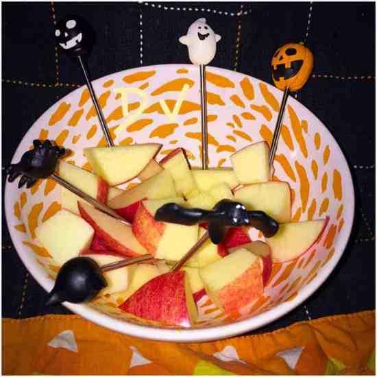 effortless halloween apple bites, food, foodie, food blogger, diy treats, dana vento