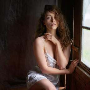 viktoria-at-the-window-01-color