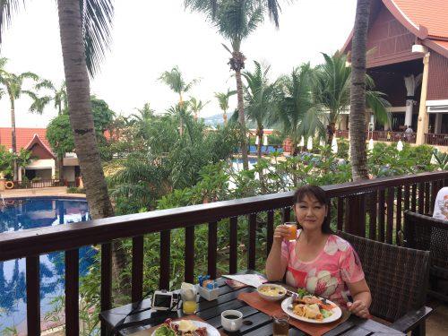 ホテル翌朝食バイキング