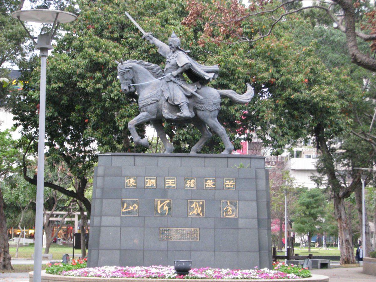 岳飛の騎馬像