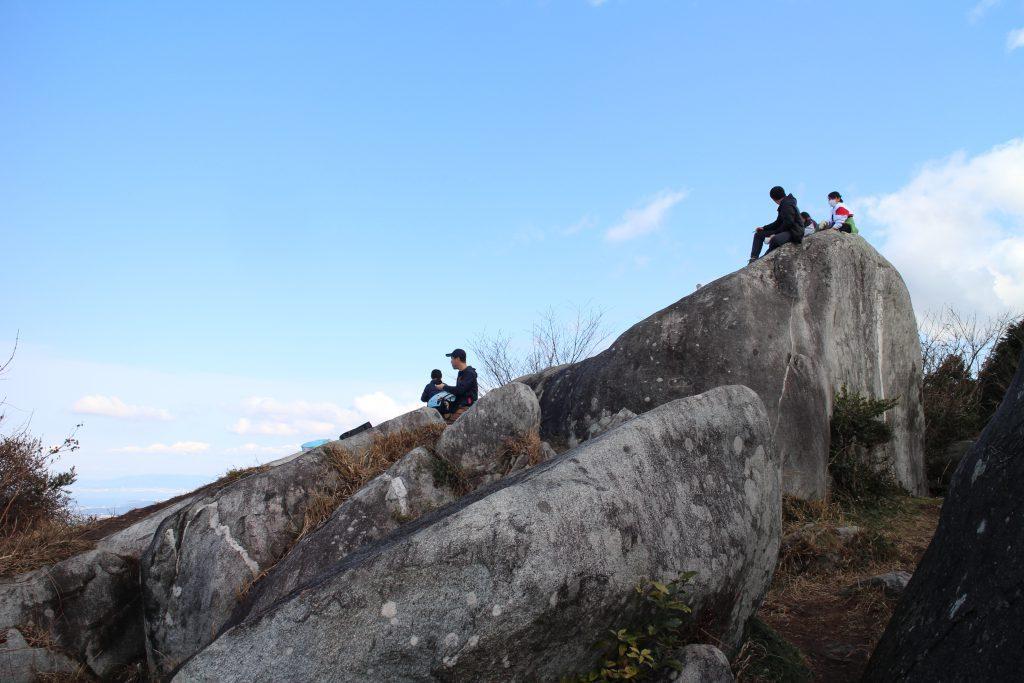 二丈岳山頂の大石