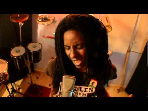 Jah9 – Legitimate
