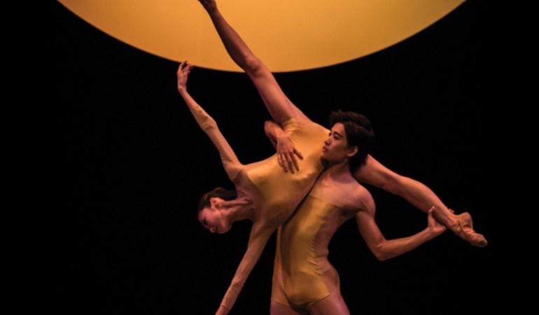 Singapore Dance Theatre's Chihiro Uchida and Kenya Nakamura in Edwaard Liang's 13th Heaven Photo: Bernie Ng