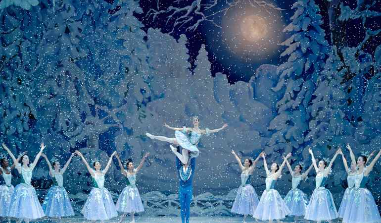 Les Grands Ballets Canadiens and Ballet of the National Theatre Brno: Fernand Nault / The Nutcracker