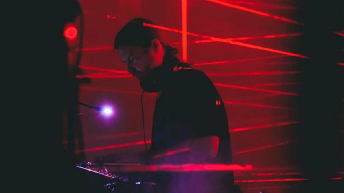 Early '90s Aphex Twin DJ set unearthed in New Jersey record storeAphe Twin Disography Warp Streaming