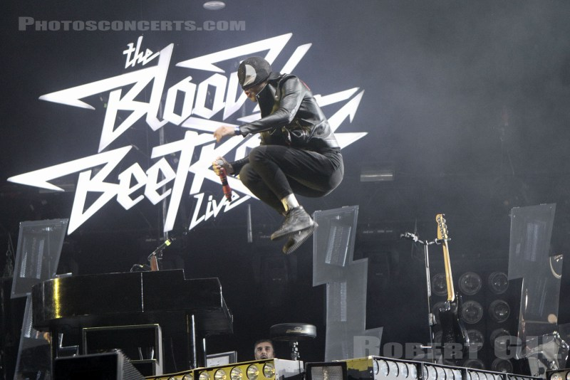 tHE BLOODY BEETROOTS dancing feet
