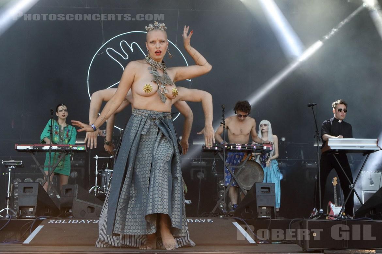 LA FEMME dancing feet
